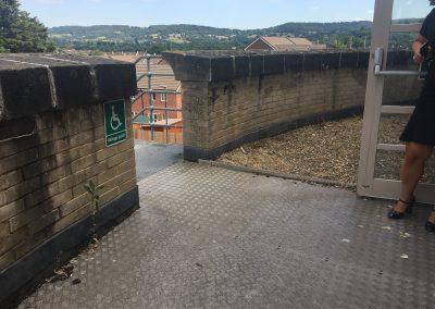 Image description - refuge point, outside balcony area
